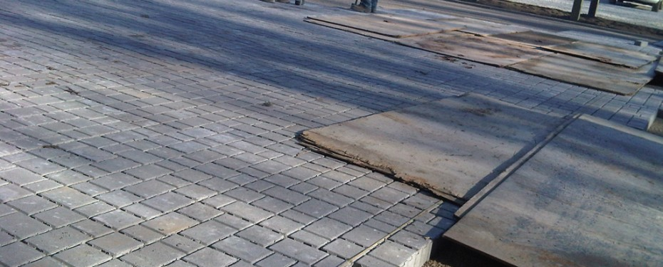 Installing permeable pavement
