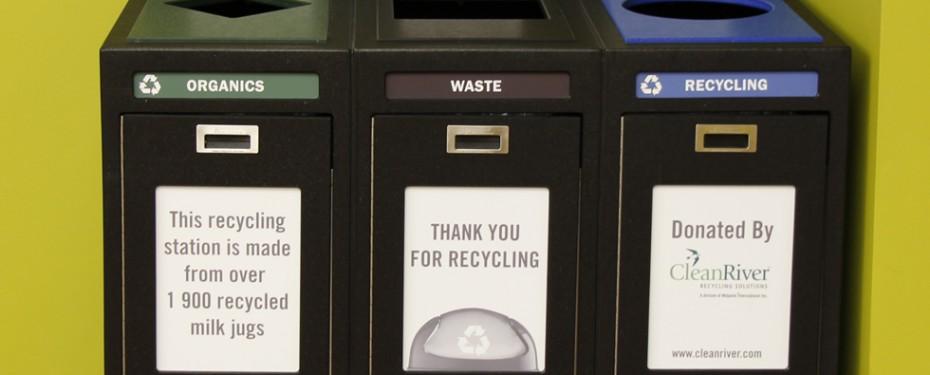 Theatre garbage station